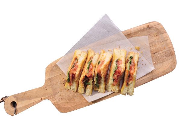 熔岩牛肉乳酪高鈣三明治